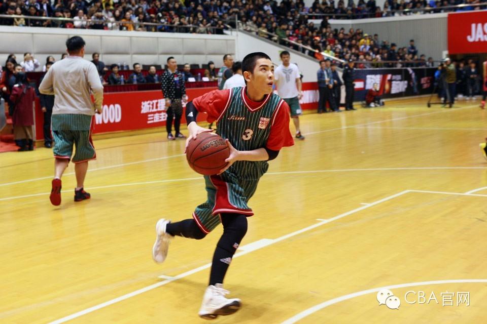 又一位華人明星現身籃球場:蕭敬騰單場拿下49分