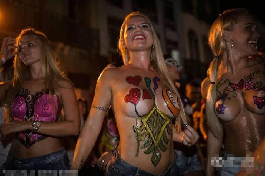 到了巴西~ 才知道衣服穿得很少,也用不着害臊。 - 美人鱼 - 美人鱼