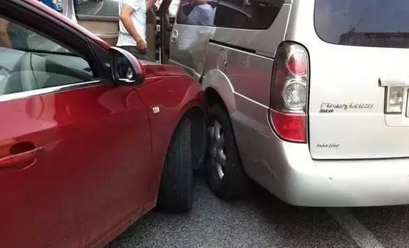 紧急提醒!发生交通事故一定要拍这5张照片,否则谁也帮不了你!