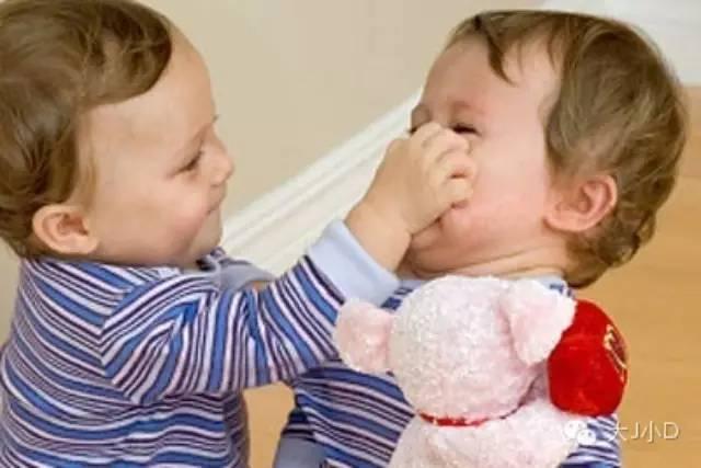 3岁内宝宝打人,你管的不对才是大问题