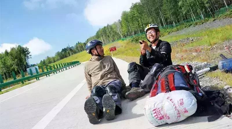 三联视频|为了救助孤独症,他们踩着滑板车穿行中国