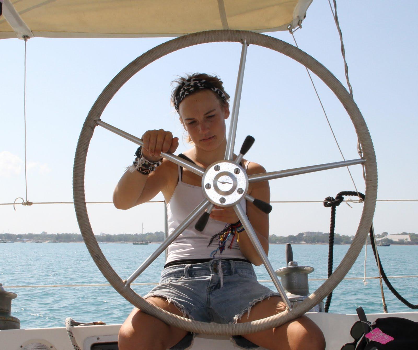 海的女儿,纪录片,同龄人,创造者,监护权 荷兰女孩Laura Dekker,单人环球航海寻找那个热爱自由、冒险、勇敢的自己。