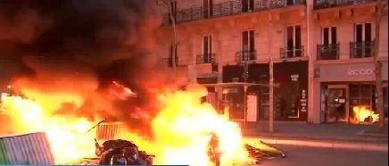 视频 | 法国政府大门被撞开了!
