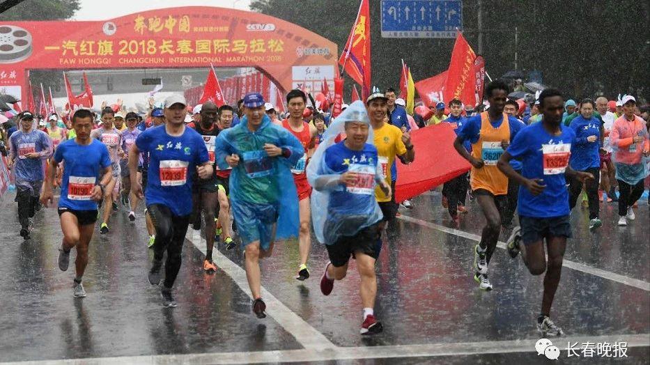 2018长马全程集锦:没在雨中跑过马拉松的人生是不完整的!