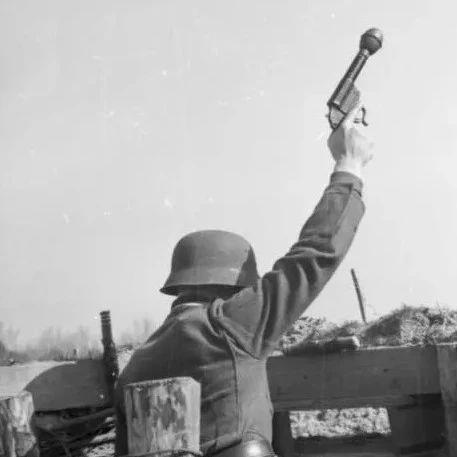 """二战黑科技:信号枪也参加战斗?德国曾研发出""""特别突击手枪"""""""
