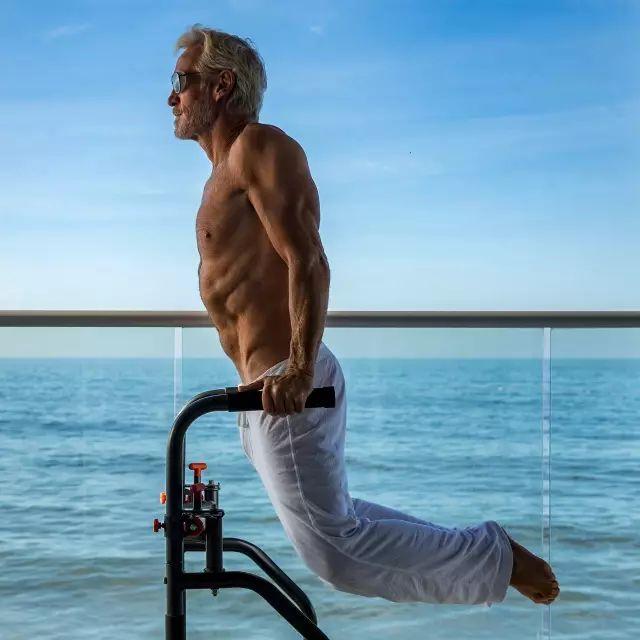 60岁的大爷,20岁的身体,18岁的生活方式,这才是活得最赚的人生!