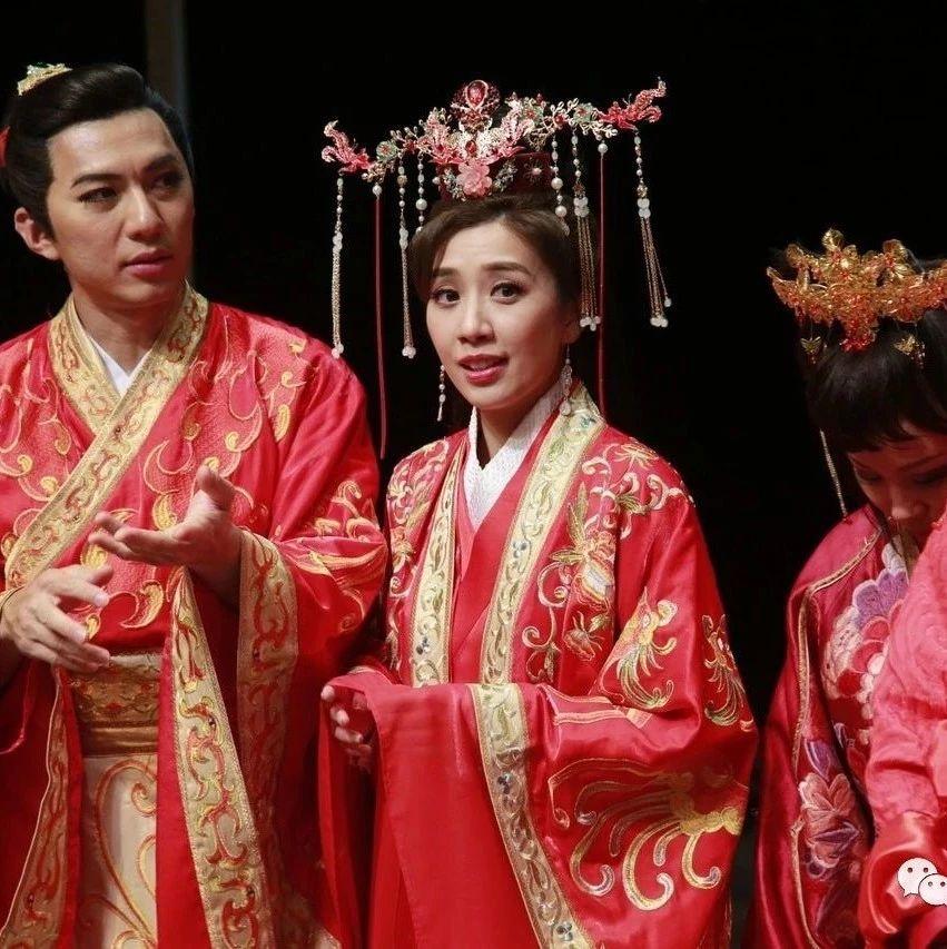 TVB花旦负伤演出舞台剧 相隔十多年重回母校很开心