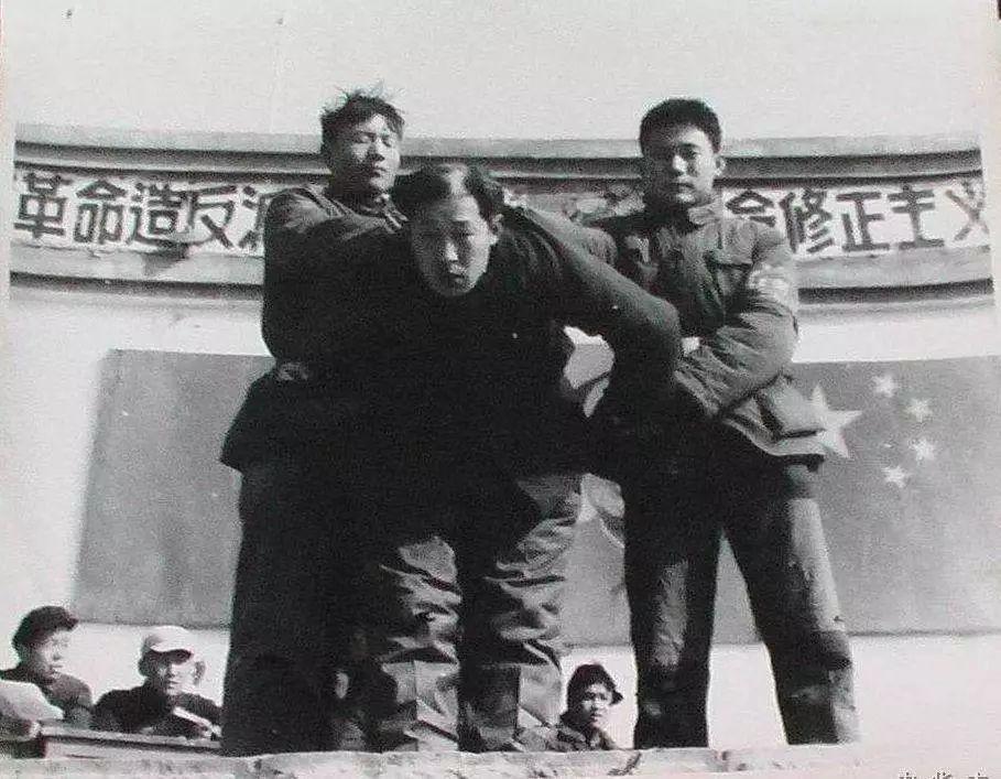 因背不出毛主席语录,我坐了牢 | 人间