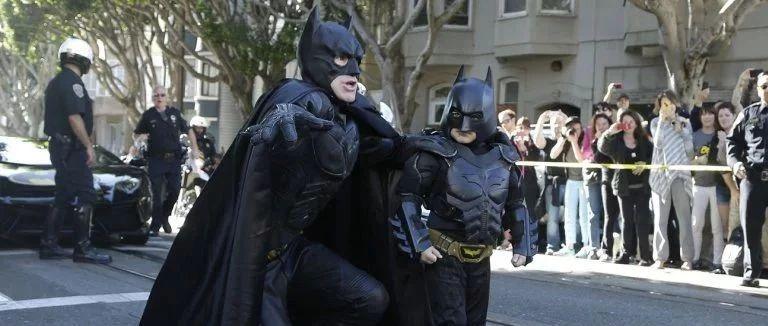 舊金山曾為這個小蝙蝠俠當了一天的哥譚市,如今他克服了白血病