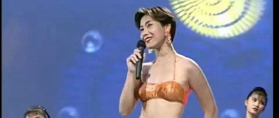 中国家庭卡拉OK简史:为什么MV里总有泳装美女?