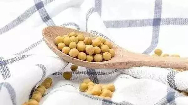 老婆偷偷往老公枕头里装了2斤黄豆,一个月后...