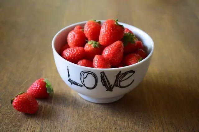 """高颜值不黑暗的草莓甜点,就等你来""""拔草""""了!"""