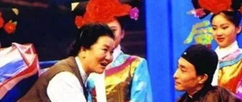 23歲喪夫,45歲喪女,六登春晚爆紅,把慘劇過成喜劇,趙麗蓉真硬核!