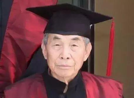 """70岁开始逆生长,105岁考博士,他说""""工作不是负担,无聊才是"""""""