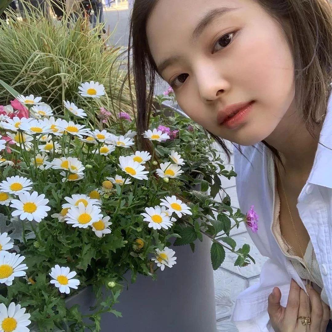 穿上这朵最时髦的花,我们一起等春来
