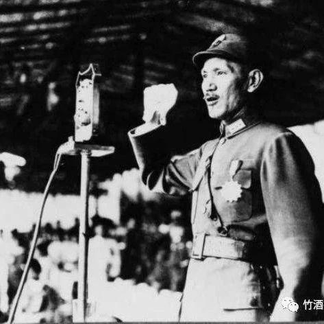 抗战被日寇俘虏的中国儿童兵,有的只有10岁,昂首站立与日寇对视