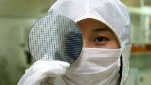 【解局】白宫内部报告,揭露美国打压中国芯片行业内幕