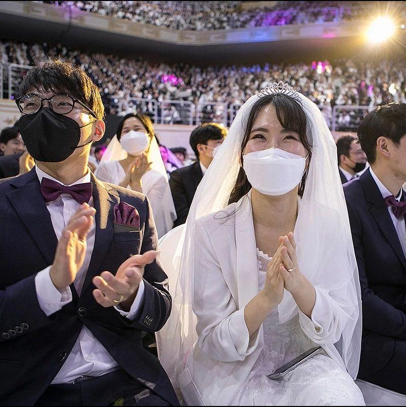 用爱战胜病毒?韩国教会数万人聚集为6000对新人举办集体婚礼!这真的好么?