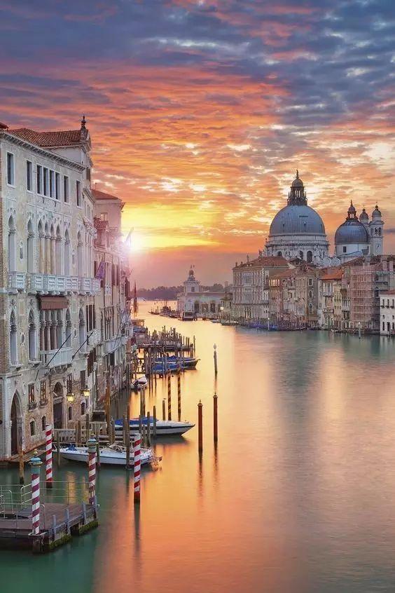 有个欧洲国家用光世间所有的美,每走一步都像艺术品,却因经典常被错漏…