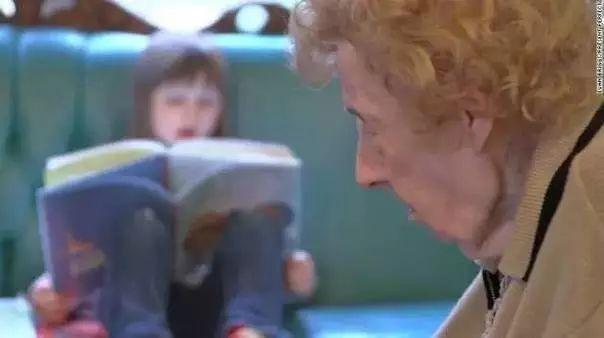 他们把养老院和幼儿园开在一起,奇妙的事情发生了 - 超人 - xji630203525700水上人