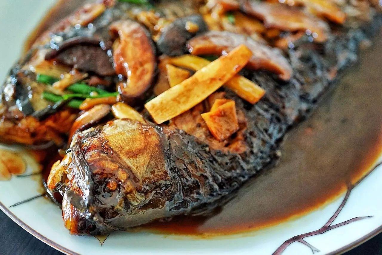 去菜场买些平凡的鱼,把它们做到活色生香