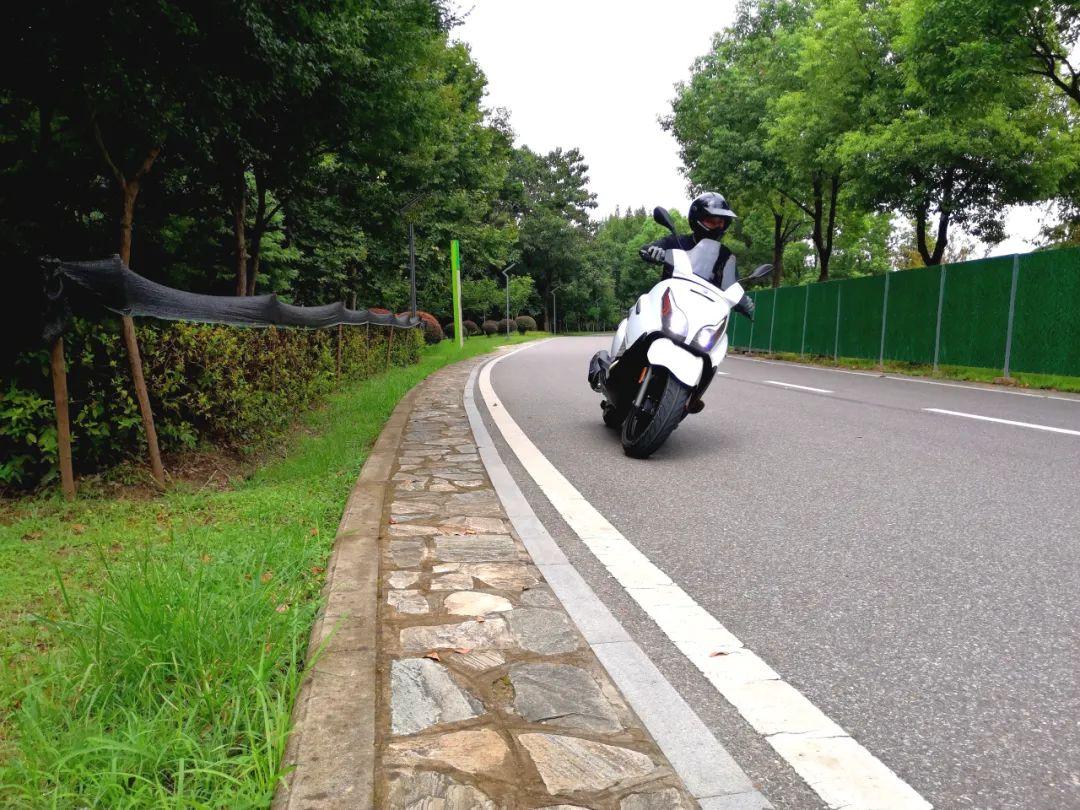 试驾比亚乔X7,号称国产250cc级别踏板车性价比杀手的感受