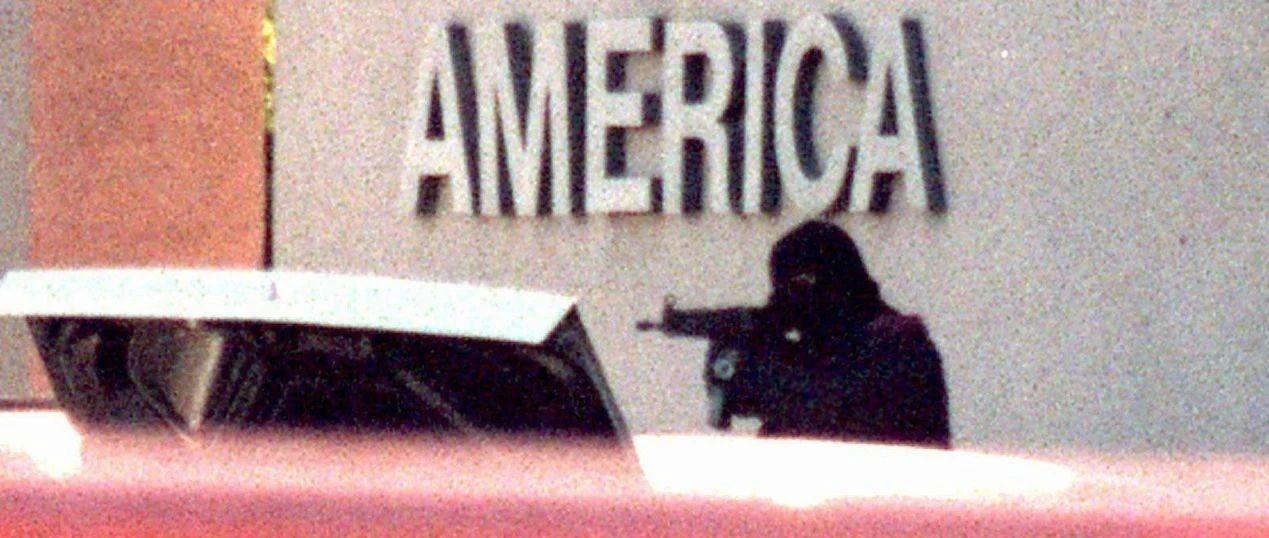 美国史上最强悍匪,2个人把三百LA警察逼得临时去枪店买枪