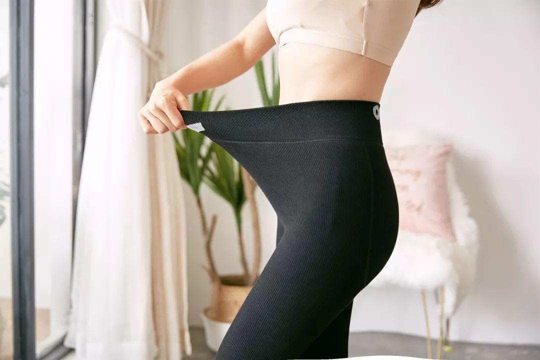 """超变态!穿上这条能""""发光""""的日本黑科技瘦腿裤,腿长了、腰细了、屁股也翘了!"""