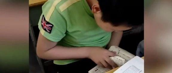 学生数学考试偷偷查汉语字典,语数两开花?