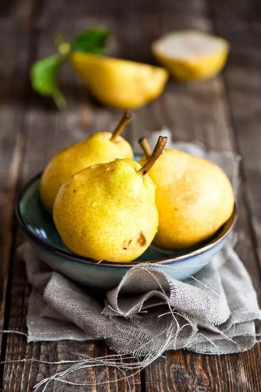 吃梨时加点这个,止咳润肺效果特别好,比吃药强多了!