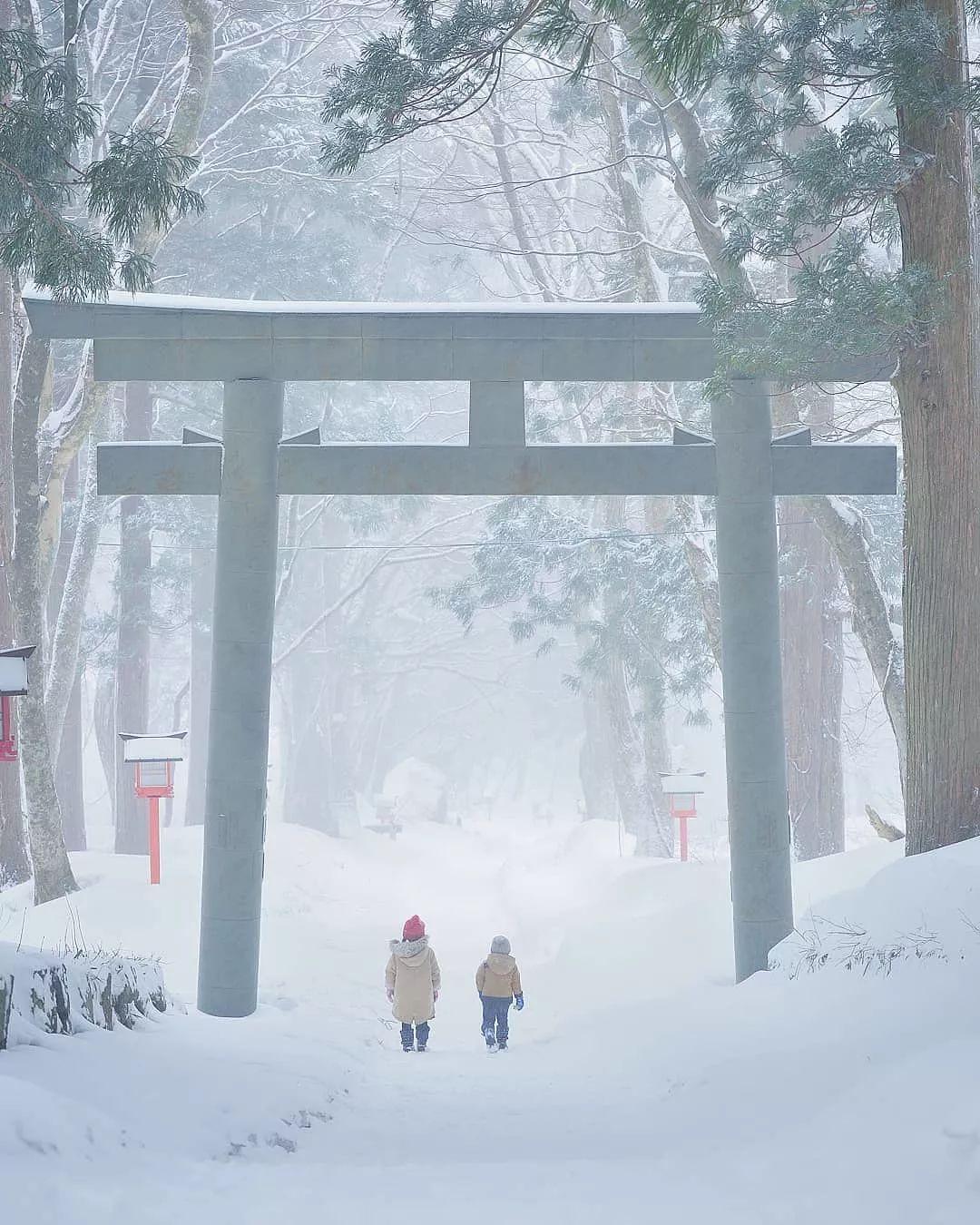 """日本爸爸""""宫崎骏动漫式""""晒娃火遍ins,只拍背影就让人爱上日本!"""