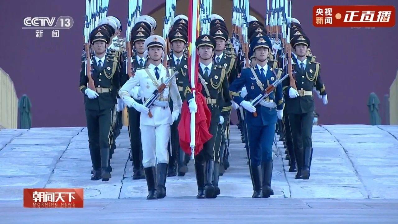 今晨,五星红旗在天安门广场冉冉升起!祝福祖国!