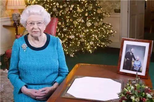 英国女王2016圣诞贺词 & 全球最华丽、梦幻、时尚的圣诞树和圣诞歌