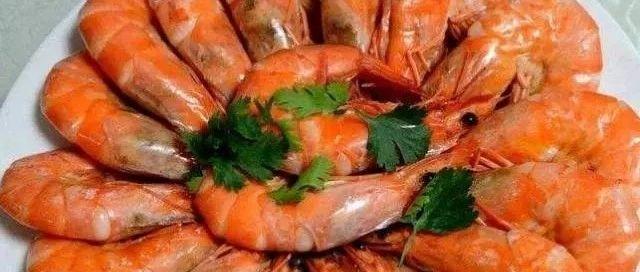 煮虾时,不要直接下锅煮,还需注意这一步,虾肉更鲜嫩不发腥