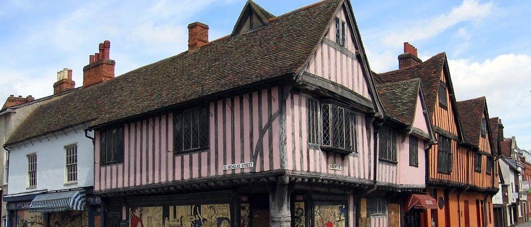 英国千年古镇夜半响起黑暗童谣,调查了一年的闹鬼事件,居然告诉我因为这??