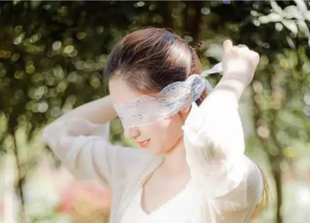 2,有条件就去泡温泉,汗蒸,spa. 3,少折腾你的头发. 4,经常做面膜.图片