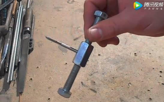 螺栓就可以做丝锥扳手,设法主意不错
