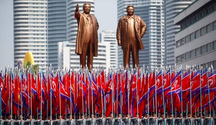 """朝鲜太阳节阅兵:""""主体思想炮""""又来了"""