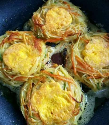 营养又鲜美的土豆胡萝卜丝饼!早餐不用再到外面买!!
