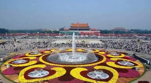 明日国庆,早上天安门发生惊天一幕,万人围观,震惊世界,感动全中国!一首《耶稣馨香满中华》送给你!