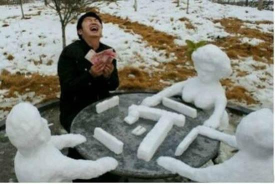 烏蘭察布大雪,笑死我了,誰把雪人堆得這麼逗?