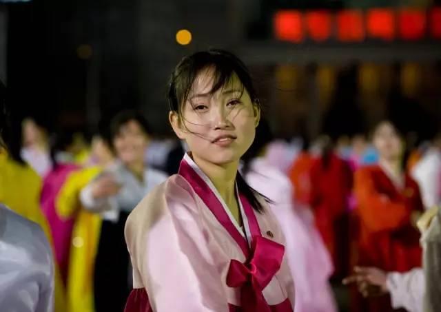 """他偷拍了""""最不该拍的美女"""":被朝鲜特工全球通缉!"""