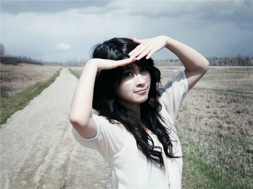 這樣給女神拍照,她一定愛死你!美女拍照姿勢大全!