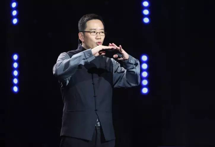 中國重量級財經作家吳曉波:億級中產階層出現,2016年是新中產消費的元年。