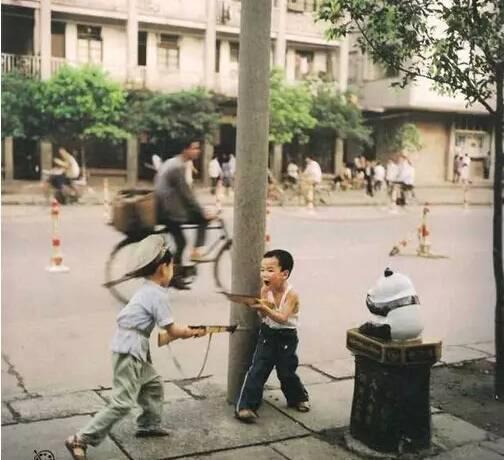 童年的老照片,看到第一張就受不了!