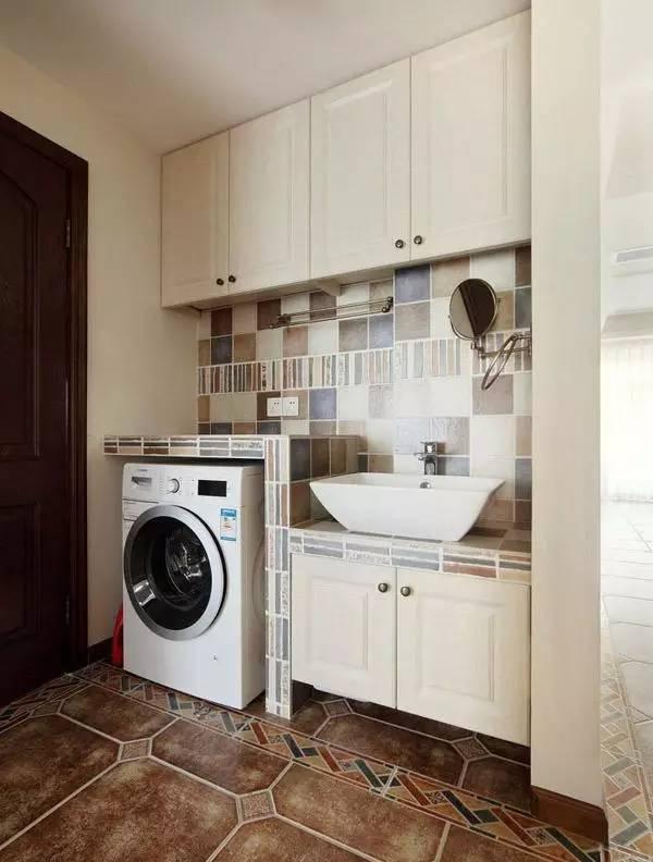 廁所內用磚砌的洗手台,原來可以實用與美貌並存!