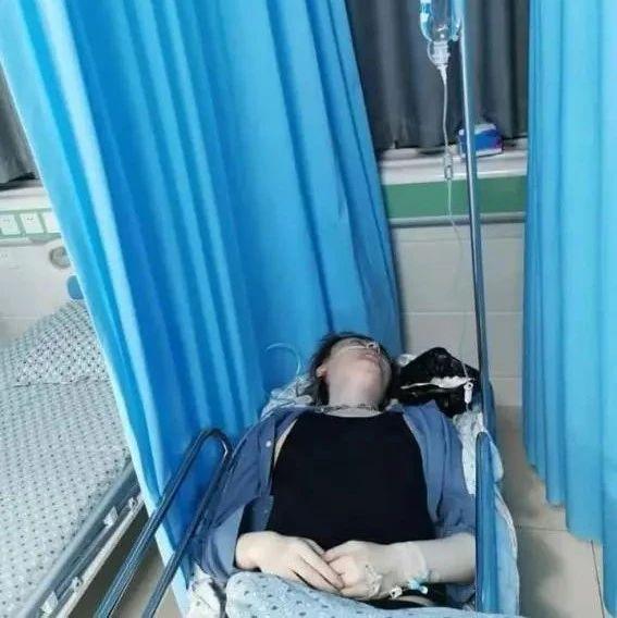 知名歌手洪卓立从高处坠落!口吐白沫生命垂危,被送往医院抢救