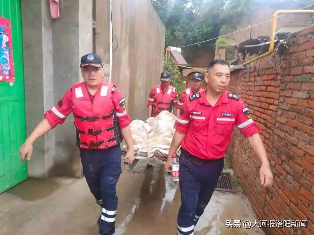 洛阳神鹰救援队200多人奔赴郑州、巩义、新乡等地救援