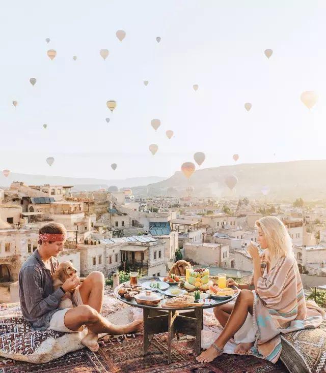 最美好的愛情大概是找到一個步伐一致的人,陪你看遍世間美景