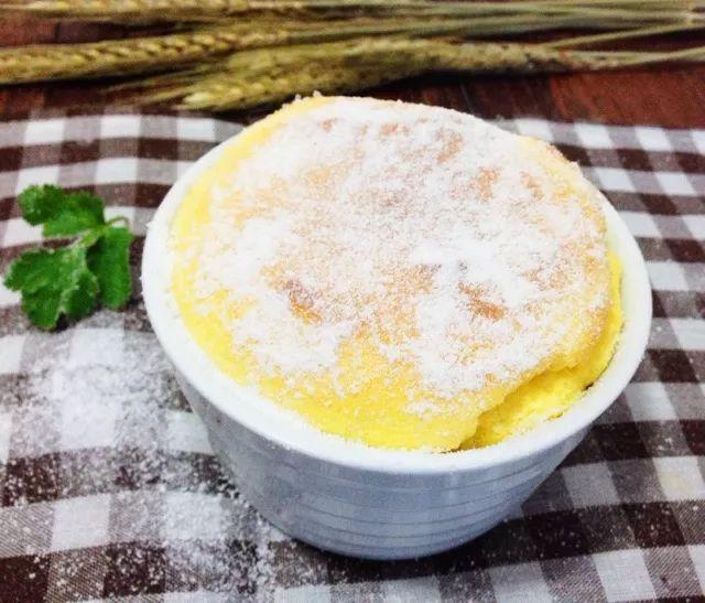 吃进嘴里像冰淇淋的蛋糕,细腻、入口即化~